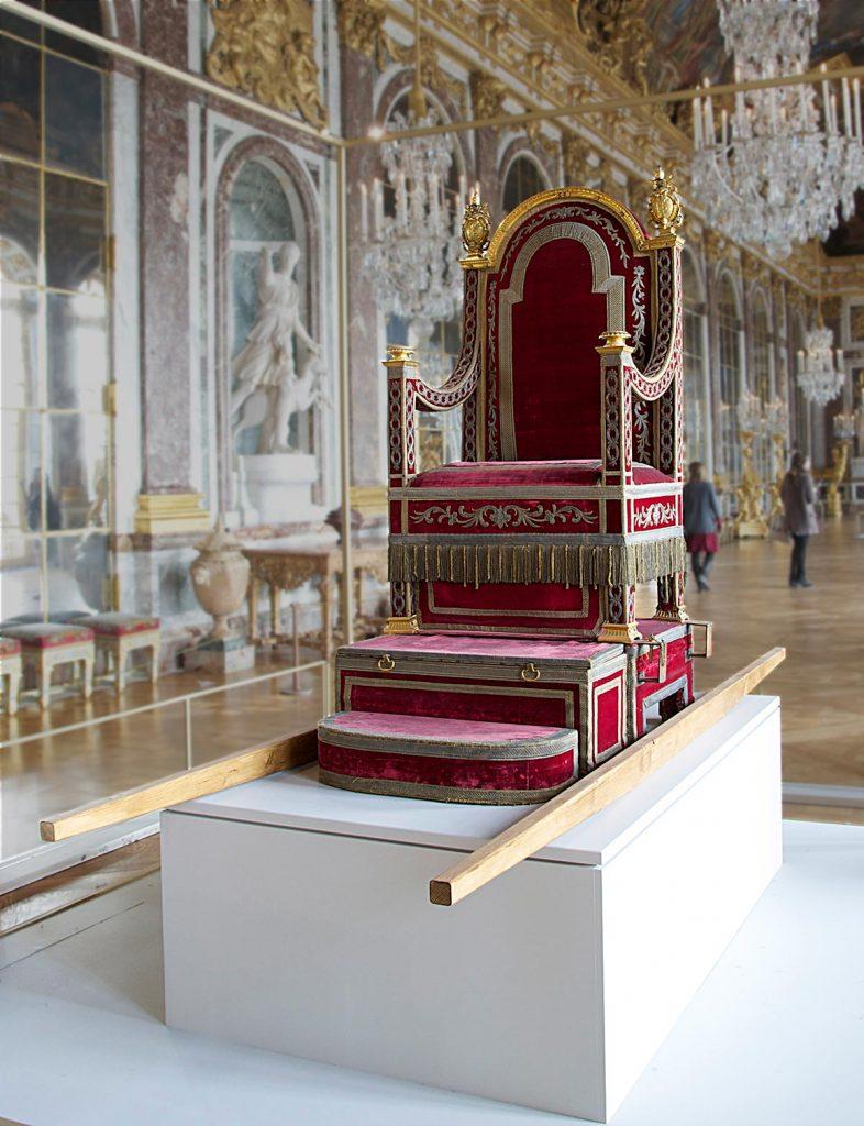 La silla gestatoria del Papa Pio VII, mostrada en una exhibición en el Palacio de Versalles   Fuente: wikipedia.org