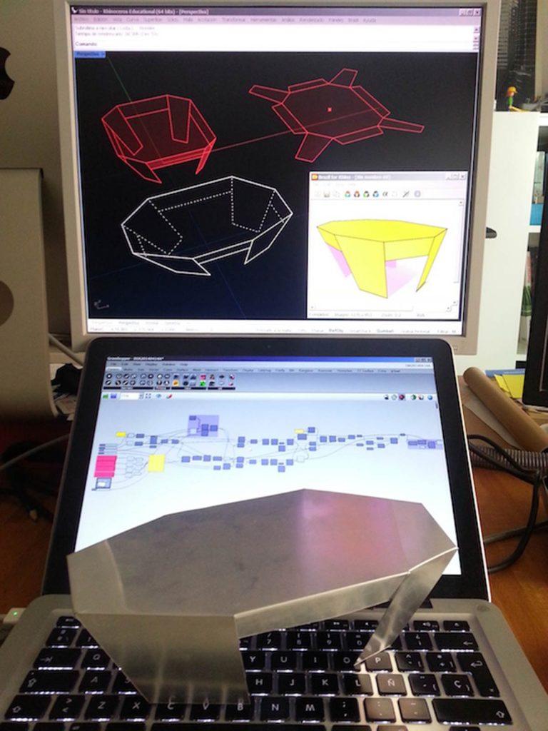 Paramesa. Prototipo de mesa personalizable para producción mediante plegado de una única chapa cortada con CNC. CC-by-nc-sa villegasbueno arquitectura