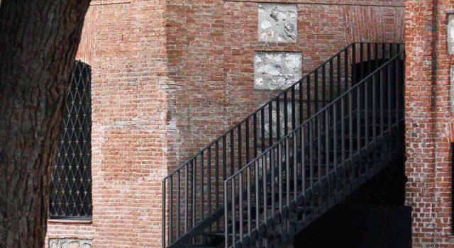 Escaleira de evacuación nun colexio do s.XIX | MCVR Arquitectos