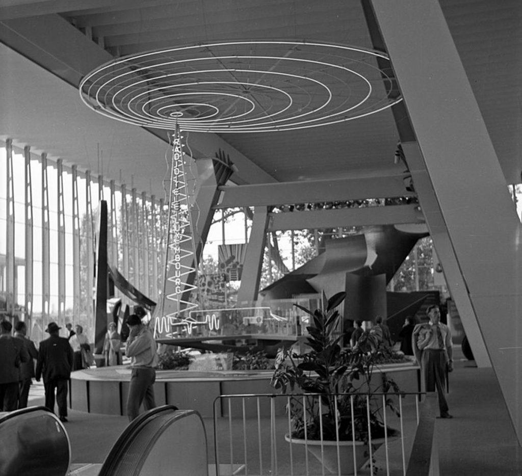 Interior del edificio durante la Expo58. Procedencia wikipedia.org