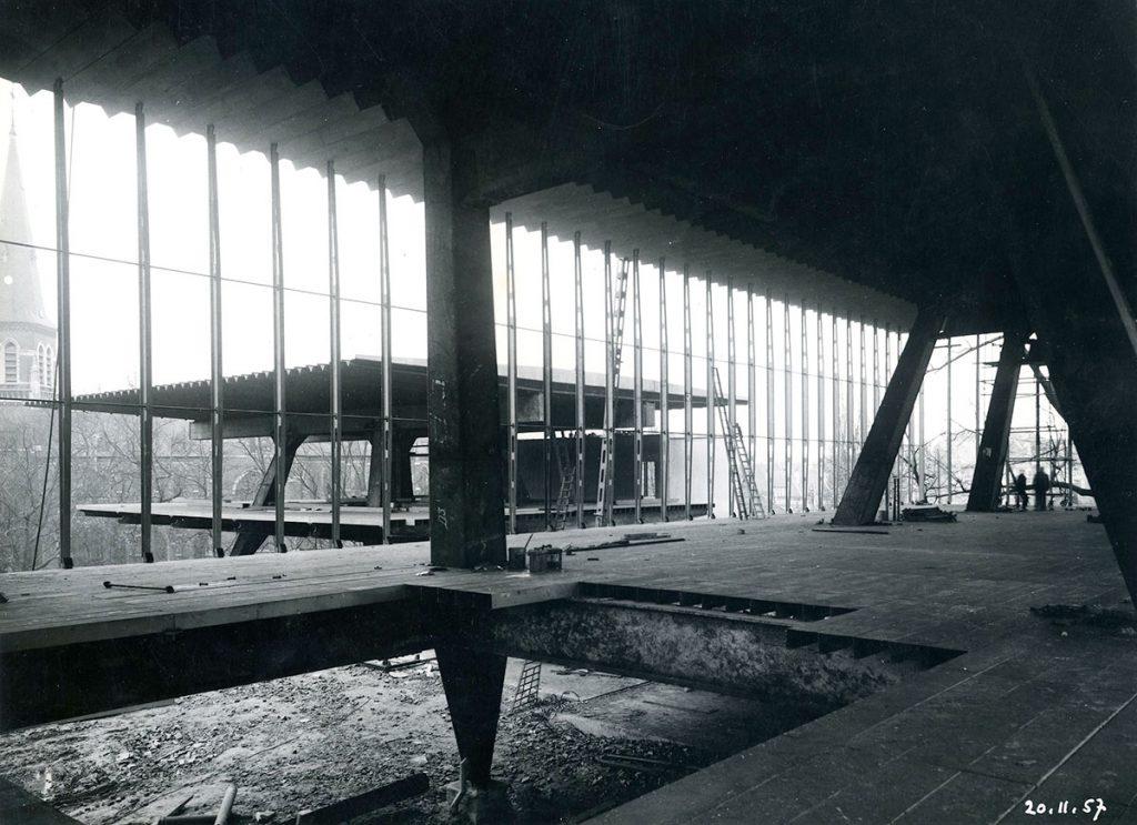 Pabellón de Luxemburgo en Bruselas, durante su construcción en 1957 en el recinto de Heysel. Procedencia Archivo Torroja, CEHOPU-CEDEX