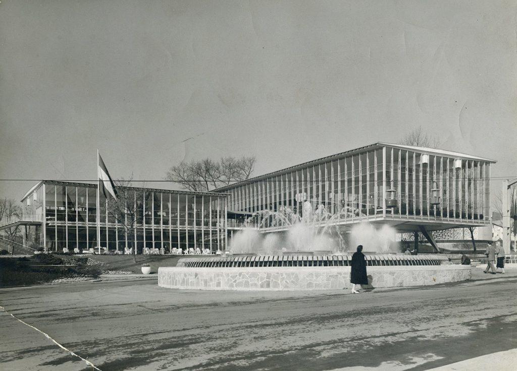 Pabellón de Luxemburgo en Bruselas ya terminado en el recinto de Heysel. Procedencia Archivo Torroja, CEHOPU-CEDEX.