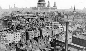 Una vista sobre los tejados de Londres de aproximadamente 1860-1883. La Catedral de San Pablo es vista en la distancia   Fuente: wikimedia.org