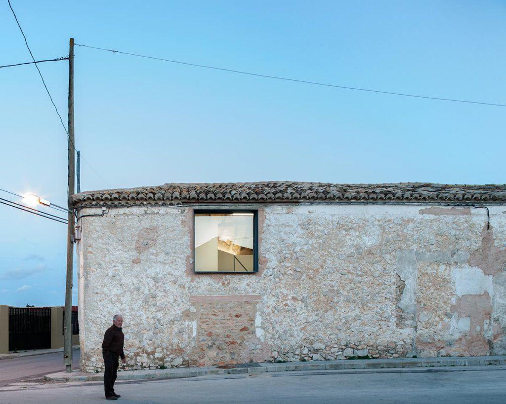 Bodega Dussart-Pedrón, Requena (Valencia), 2018, del estudio Crux Arquitectos © Milena Villalba