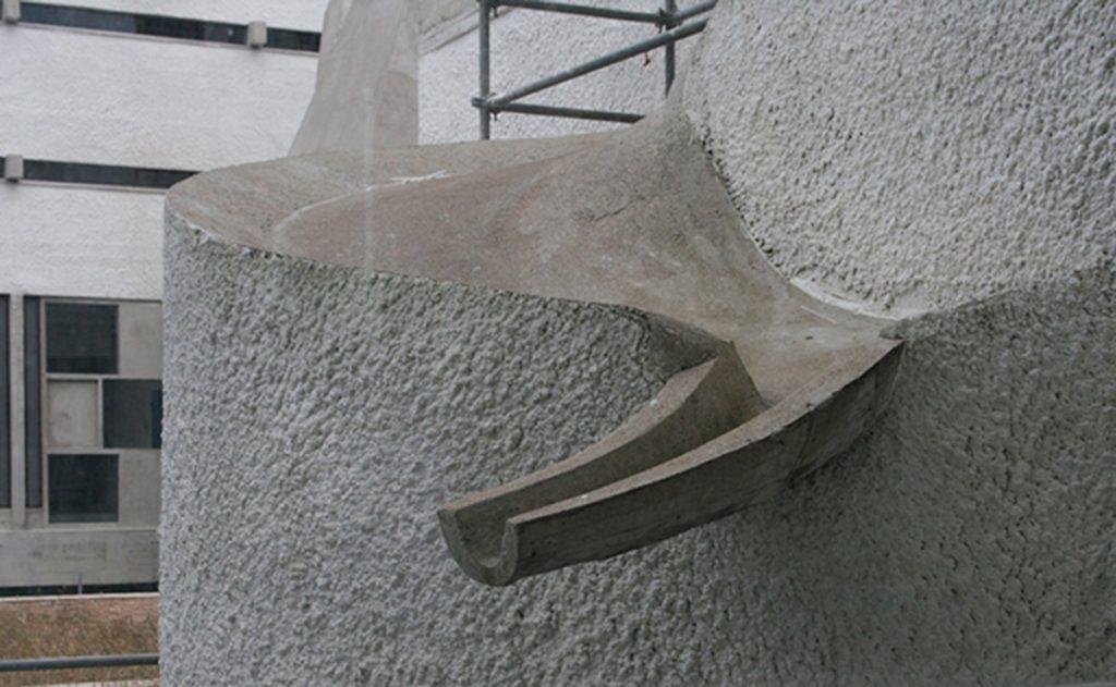 Cubierta de la escalera del claustro en el convento de La Tourette, Le Corbusier