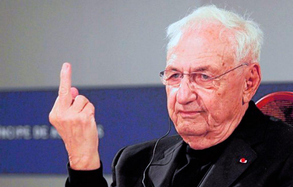 Gehry y su 'peineta' | Fotografía: M. Rojas