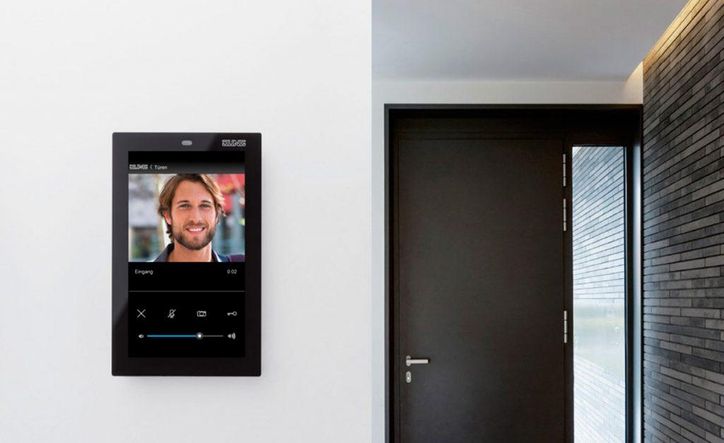 Nuevo panel Smart Control 5 de Jung para el control domótico en viviendas 1