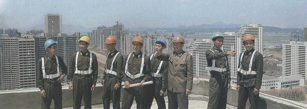 Ejército Norcoreano en la construcción de la Avenida Tong Il de Pyongyang