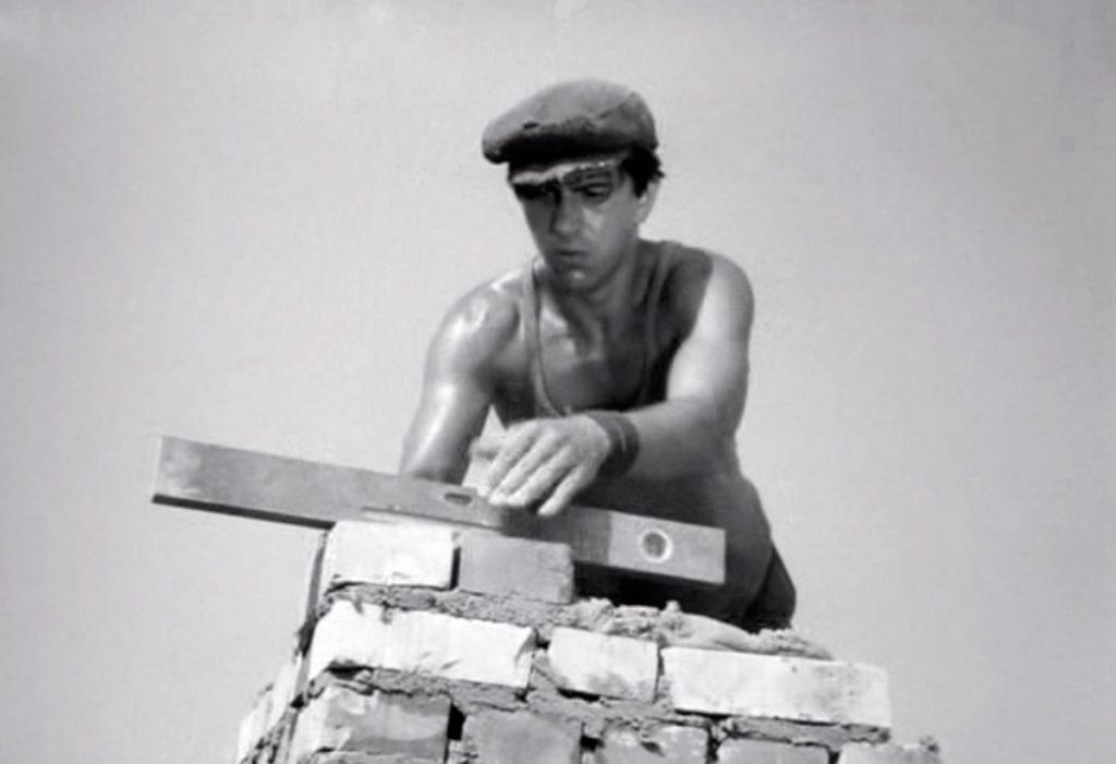 """Imagen de la pelicula """"El Hombre de Mármol"""" de Andrej Wajda, 1977 sobre los constructores de la ciudad de Nowa Huta."""