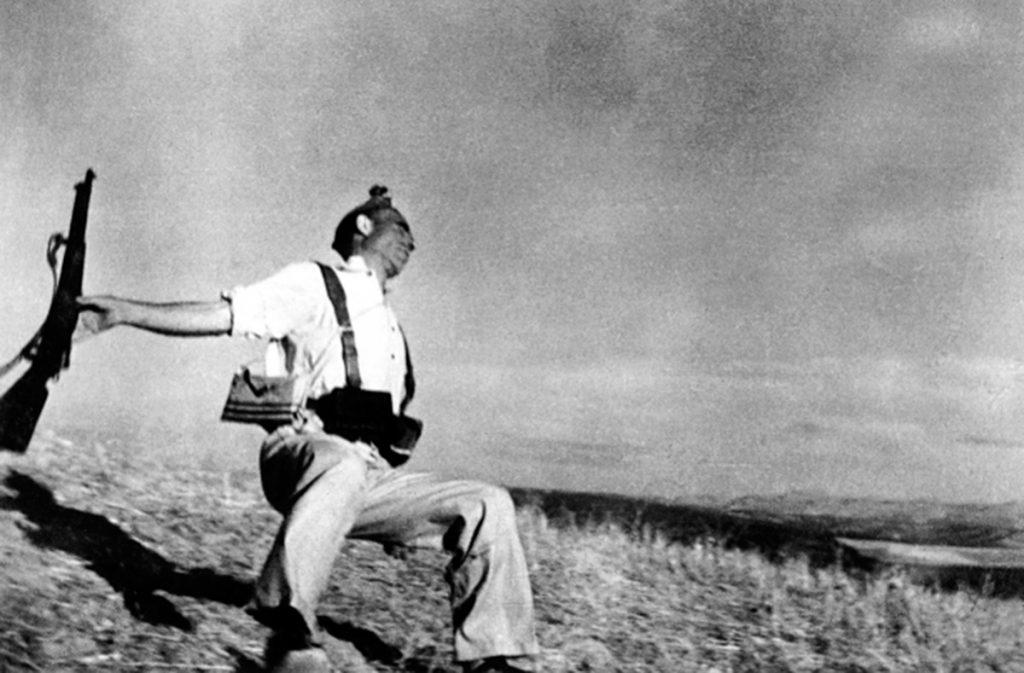 Muerte de un miliciano (Robert Capa, 1936). Fotografía con Leica IIIa
