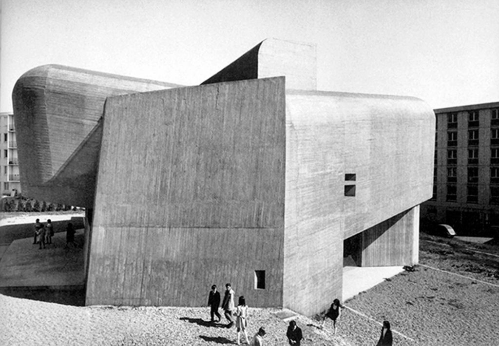 Église Sainte-Bernadette du Banlay, Nevers. Paul Virilio, Claude Parent. 1966