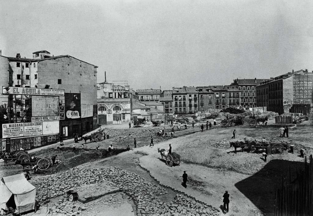 La foto de la semana: Obras en la Plaza de Callao (construcción del segundo tramo de la Gran Vía), años veinte | Fuente: edicioneslalibreria
