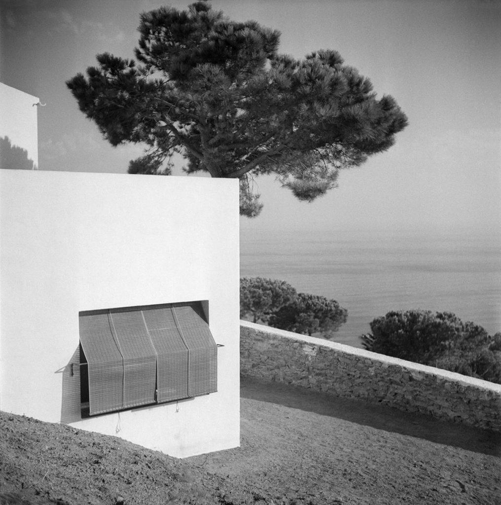 F. Català-Roca, Casa Ugalde, en Caldes d'Estrac, 1952. Arquitectos Coderch y Valls. © Fondo F. Català-Roca - Arxiu Històric del Col·legi d'Arquitectes de Catalunya