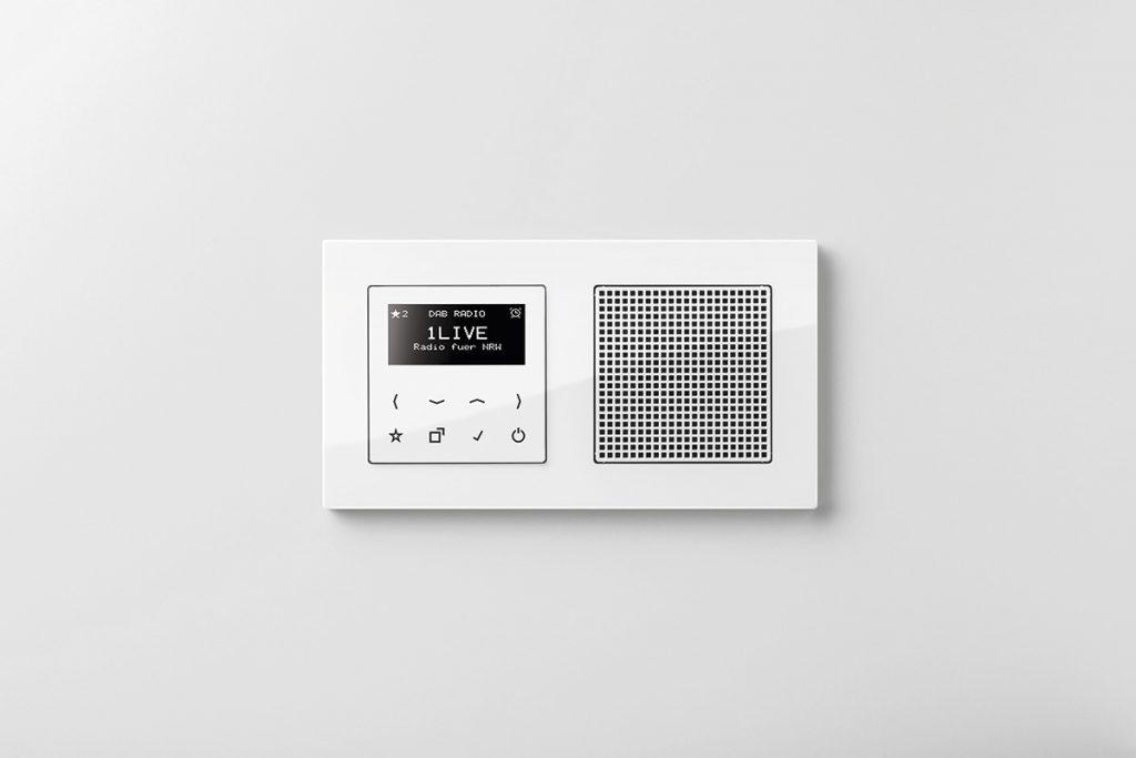 La nueva Smart Radio DAB+ de Jung aporta el mejor sonido digital y conexión inalámbrica vía Bluetooth 1