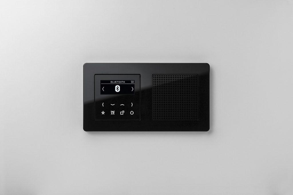 La nueva Smart Radio DAB+ de Jung aporta el mejor sonido digital y conexión inalámbrica vía Bluetooth 2