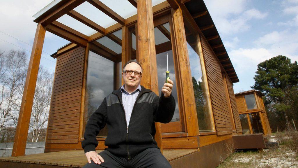 Alberto Corral Corral · Ubuild, un nuevo sistema constructivo en madera Alberto-con-destornillador