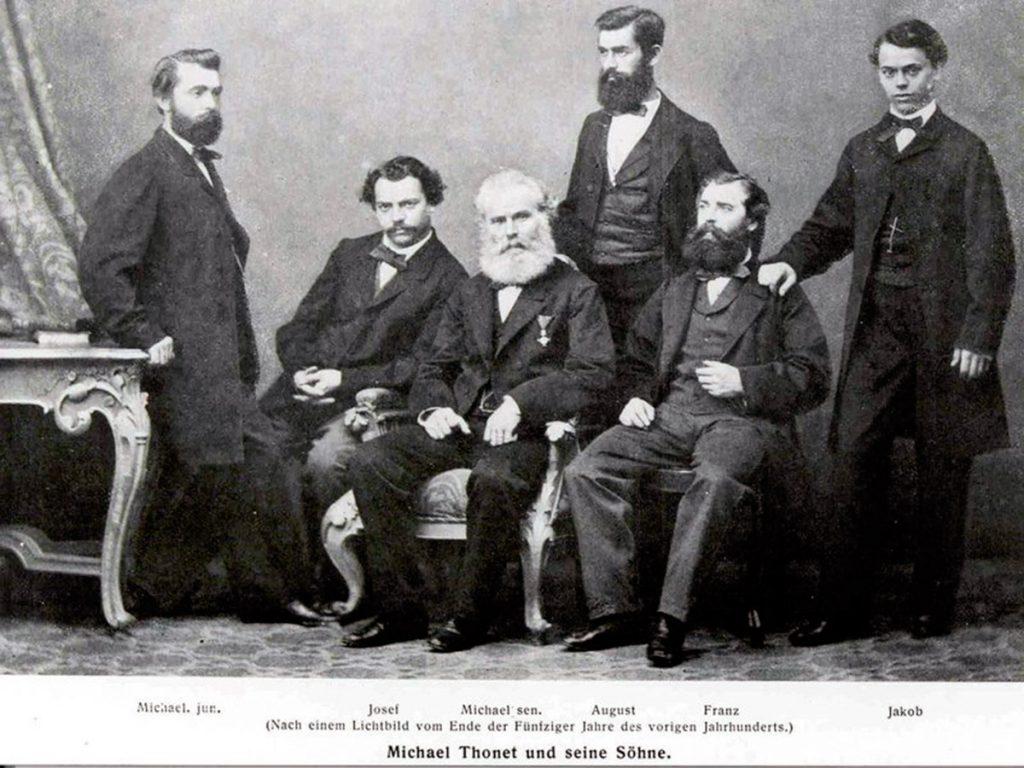 Michael (en el centro) y sus cinco hijos, con los que fundó en 1853 Gebrüder Thonet.