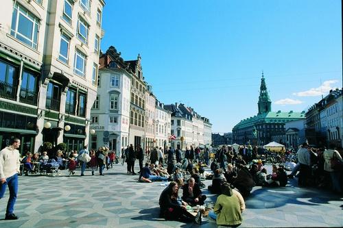 Copenhague. Calle peatonal Stroeget. Amagertorv Stroeget. Fotógrafo Nicolai Perjesl. Foto VisitDenmark