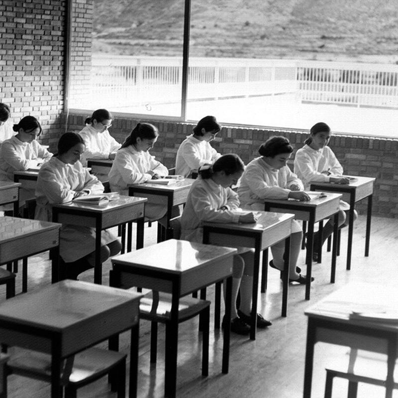 VAD04 Los secundarios Escuela al Aire Libre en Vistahermosa, Alicante El Colegio Santa Teresa, de Rafael de La Hoz y Gerardo Olivares Inés Tabar Rodríguez