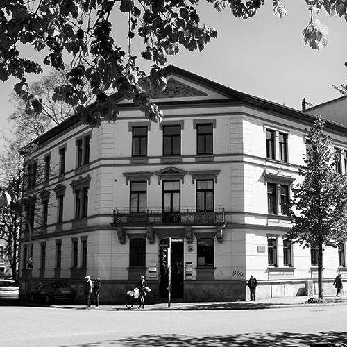 Edificio en la Steubenstraße nº 22. En una vivienda de este inmueble tuvo su residencia Walter Gropius durante su estancia en Weimar. Fotografía de los autores, 2019.